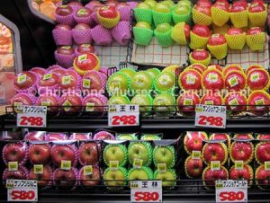 Appels in een Japanse supermarkt. Eén appel kost bijna 3 euro (maart 2013).
